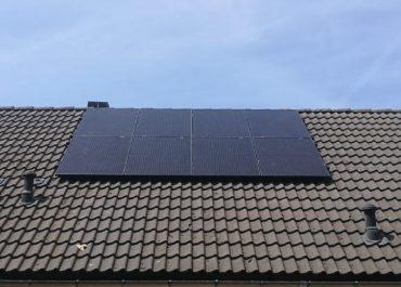 Souverein te Alkmaar foto dak met 8 panelen aaneengesloten