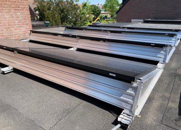 foto panelen op plat dak